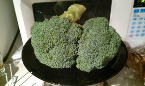 100 calories of broccoli